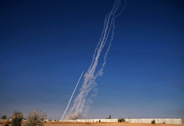 A picture taken on November 4, 2016, shows rockets being fired from the Qayyarah military base, south of Mosul, during an operation by Iraqi forces to retake the main hub city from the Islamic State (IS) group jihadists. Elite Iraqi forces pushed deep into the streets of Mosul on Friday facing tough resistance from jihadist fighters who have controlled the city for more than two years, a commander said. (Photo by Ahmad Mousa/AFP Photo)