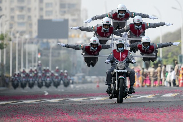 Cadets of Tamilnadu Police perform an acrobatic stunt during a full dress rehearsal for the upcoming Republic Day Parade in Chennai on January 24, 2021. (Photo by Arun Sankar/Profimedia/AFP Photo)
