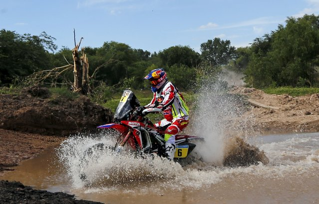 Joan Barreda Bort of Spain rides his Honda through the water during the Buenos Aires-Rosario prologue stage of Dakar Rally 2016 in Arrecifes, Argentina, January 2, 2016. (Photo by Marcos Brindicci/Reuters)