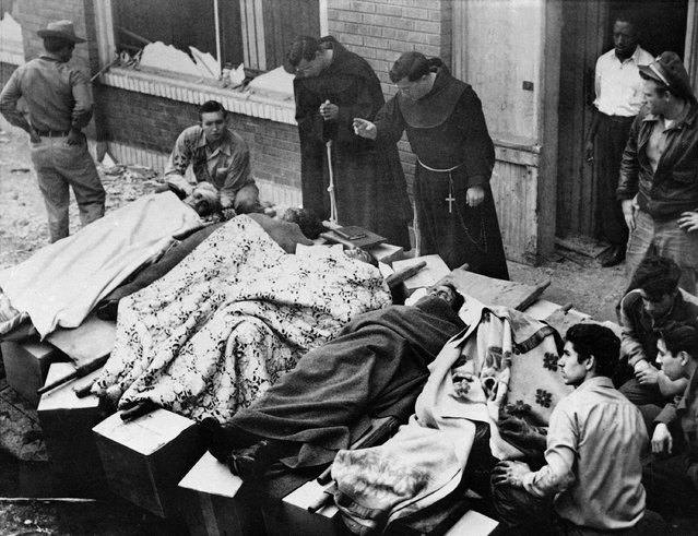 Franciscan priests give last rites to victims of a blast in downtown Los Angeles following an explosion at the O'Connor Electro-Plating Company, February 20, 1947, which killed and injured many people. (Photo by AP Photo)