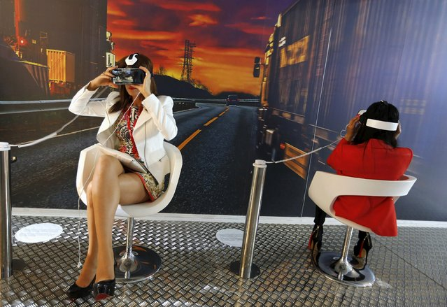 Women try out Samsung Gear VR devices during a showcase at the Mobile World Congress in Barcelona in this March 2, 2015 file photo. Samsung Electronics is likely to give its guidance for January-March quarter results this week. (Photo by Gustau Nacarino/Reuters)