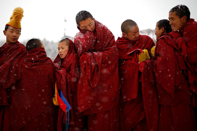 """Tibetan monks attend a ceremony at the Langmu Lamasery during the """"Sunbathing Buddha Festival"""", in Gannan Tibetan Autonomous Prefecture, Gansu Province, China, February 17, 2019. (Photo by Aly Song/Reuters)"""