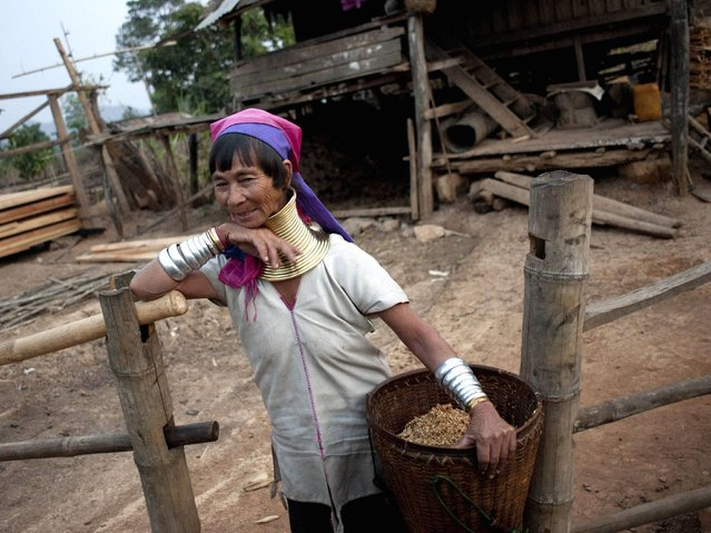 A Kayan woman works at the farm in Panpet village. (Photo by Ye Aung Thu/AFP Photo)
