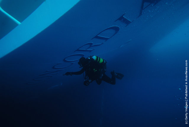 Carabinieri frogmen dive on the cruise ship Costa Concordia