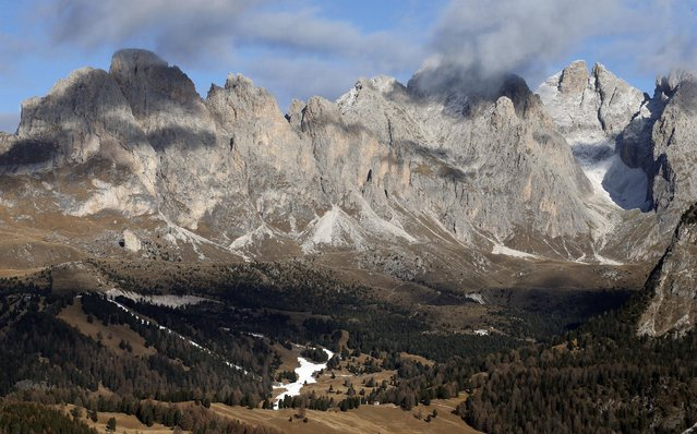 A ski slope with artificial snow is seen in the Dolomite mountains in Val Gardena, northern Italy, December 17, 2015. (Photo by Alessandro Garofalo/Reuters)