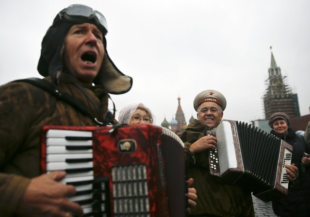 Men dressed in historical uniforms sing after a military parade in Red Square in Moscow November 7, 2014. (Photo by Maxim Shemetov/Reuters)