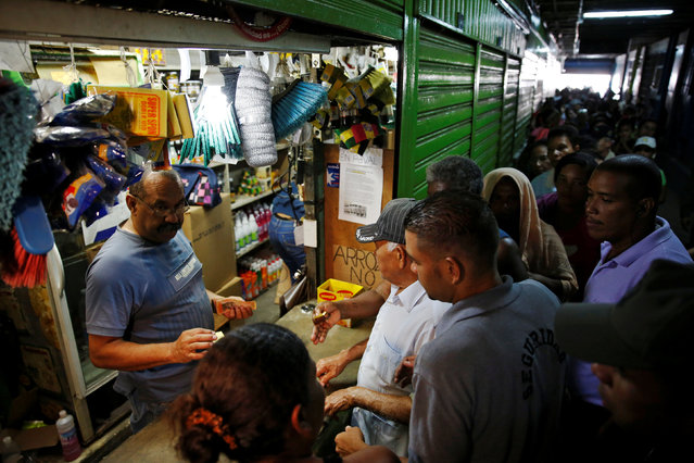 People queue trying to buy basic food during a special inspection of Venezuelan soldiers to a municipal market in Caracas, Venezuela July 15, 2016. (Photo by Carlos Garcia Rawlins/Reuters)