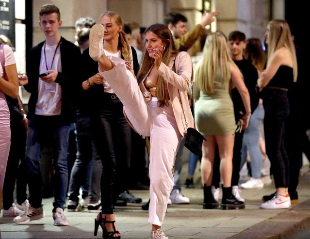 Students arrived the town for a boozy night in Leeds in northern English county of Yorkshire on September 16, 2020 to have time to have fun, as tightening restrictions on coronavirus will be tightenedю (Photo by NB PRESS LTD/The Sun)