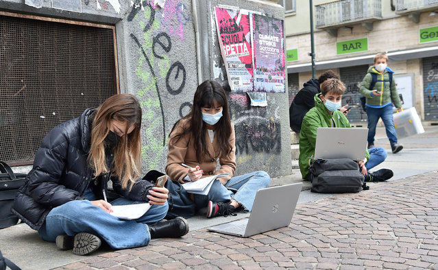 Gioberti and Calvino school students study on the street due to school closures imposed by the government due to an increase in COVID-19 disease infections, in Turin, Italy, 13 November 2020. (Photo by Alessandro Di Marco/EPA/EFE)