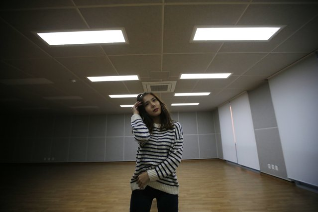 Jang Ha-jin, who was a trainee at S.M. Entertainment, performs in an empty practice room at a university in Daejeon December 18, 2014. (Photo by Kim Hong-Ji/Reuters)
