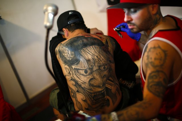 A man is tattooed at Venezuela Expo Tattoo in Caracas January 29, 2015. (Photo by Jorge Silva/Reuters)