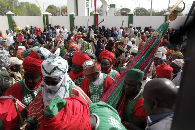 New Emir of Kano Muhamadu Sanusi II (2nd L) arrives at the venue for his coronation in Kano, Kano State, February 7, 2015. (Photo by Afolabi Sotunde/Reuters)