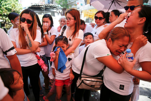 The wife and other relatives of Florjohn Cruz, who was killed in a police drugs buy-bust operation, cry as his coffin leaves their home for his funeral in Manila, Philippines October 30, 2016. (Photo by Damir Sagolj/Reuters)