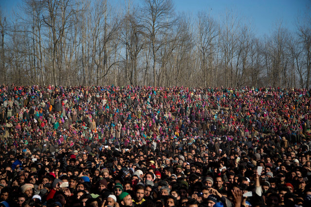 Kashmiri Muslims watch the funeral procession of Shariq Ahmad Bhat, a suspected rebel, in Bandnu village, some 52 kilometers (33 miles) south of Srinagar, Indian controlled Kashmir, Wednesday, January 20, 2016. Bhat was killed in a gunbattle with Indian government forces Wednesday. (Photo by Dar Yasin/AP Photo)