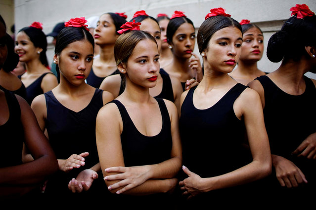Ballet dancers chat before performing on a street in Havana, Cuba on November 5, 2018. (Photo by Alexandre Meneghini/Reuters)