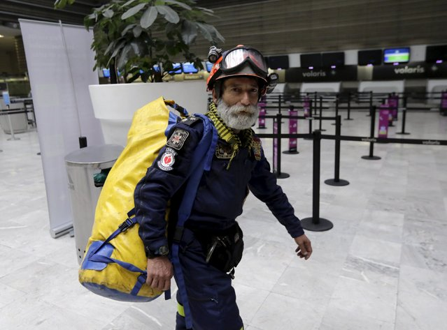 "Carlos Cienfuegos, a member of the Mexican rescue team known as the ""Topos"" carries his equipment at the airport in Mexico City as he waits to depart for earthquake-hit Nepal, April 28, 2015. (Photo by Henry Romero/Reuters)"