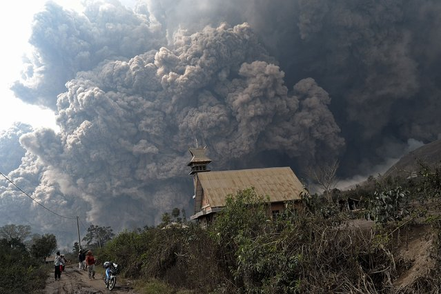 A giant cloud of hot volcanic ash clouds engulfs villages in Karo district during the eruption of Mount Sinabung volcano located in Indonesia's Sumatra island on February 1, 2014. (Photo by Sutanta Aditya/AFP Photo)