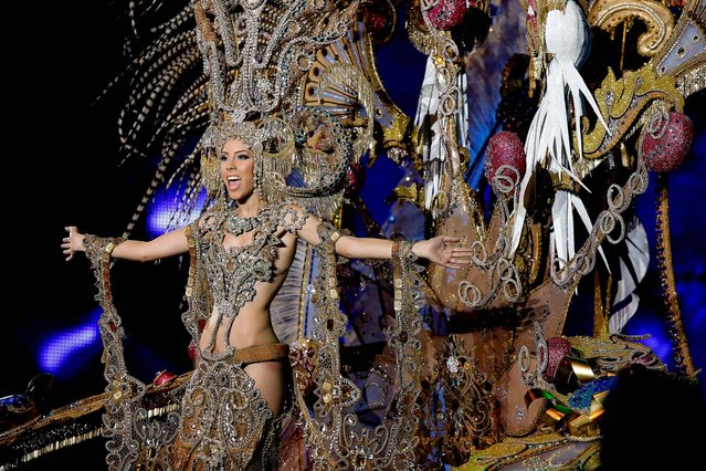 Nominee for Queen of the 2013 Santa Cruz carnival Gara Ramos performs on February 26, 2014 in Santa Cruz de Tenerife on the Canary island of Tenerife, Spain. (Photo by Pablo Blazquez Dominguez/Getty Images)