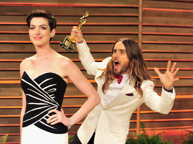 Actors Anne Hathaway (L) and Jared Leto arrive for the 2014 Vanity Fair Oscar Party hosted by Graydon Carter on March 2, 2014 in West Hollywood, California. (Photo by Mark Sullivan/WireImage)