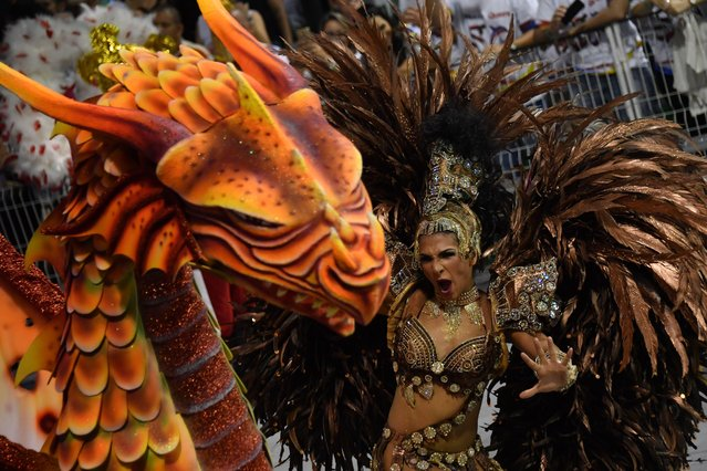 A dancer of the Mocidade Alegre samba school performs during the first night of carnival parade at the Sambadrome in Sao Paulo, Brazil on February 24, 2017. (Photo by Nelson Almeida/AFP Photo)