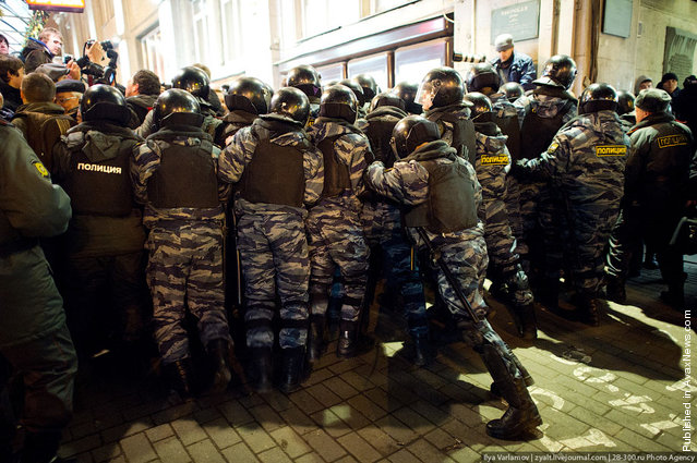 Riot police detain Russian opposition activists taking part in an unauthorized rally, on Triumfalnaya Square in central Moscow, late on December 6, 2011