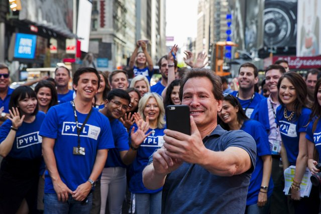 Paypal CEO Dan Schulman (C) celebrates with employees after the company's relisting on the Nasdaq in New York, July 20, 2015. (Photo by Lucas Jackson/Reuters)
