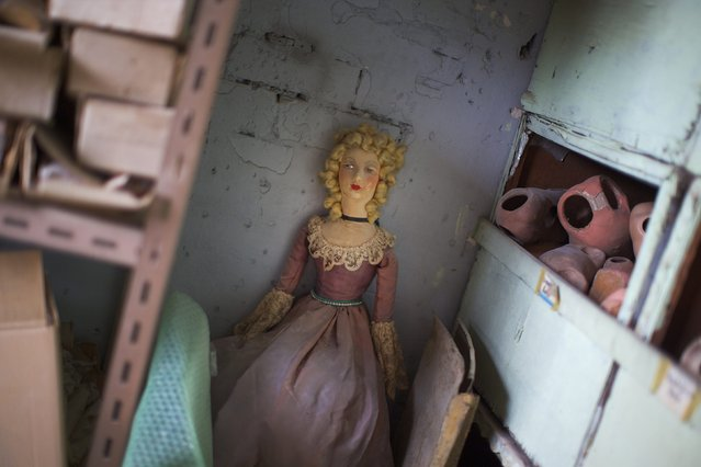 "A discarded doll is pictured against a wall in the workshop of Sydney's Doll Hospital, May 20, 2014. Opened in 1913, Sydney's Doll Hospital has worked on millions of dolls, teddy bears and other toys. Behind a toy shop on a busy suburban street in Sydney's south, ""doll surgeons"" transplant fingers, toes and heads, and repair broken eye sockets in dolls who were the victim of a childhood tantrum or sibling rivalry, sometimes decades ago. (Photo by Jason Reed/Reuters)"