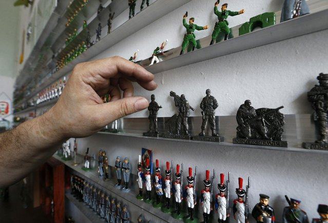 """Figurines, including those which depict pro-Russian separatist fighters (2nd row R), from the collection entitled """"Toy Soldiers of Novorossiya"""" are on display at a workshop in Moscow August 29, 2014. (Photo by Sergei Karpukhin/Reuters)"""