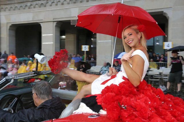 "Miss Ohio Sarah Hider waves during the 2016 Miss America pageant ""Show Us Your Shoes"" parade Saturday, September 12, 2015, in Atlantic City, N.J. (Photo by Michael Ein/The Press of Atlantic City via AP Photo)"