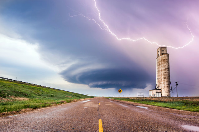 Tornadic supercell is crossing I-40 just west of Amarillo, Texas. (Photo by Dennis Oswald/Caters News)