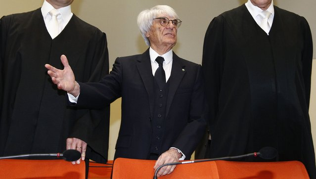 Formula One Chief Executive Bernie Ecclestone (C) stands with his lawyers as he arrives in court in Munich, in this April 24, 2014 file photo. (Photo by Michaela Rehle/Reuters)