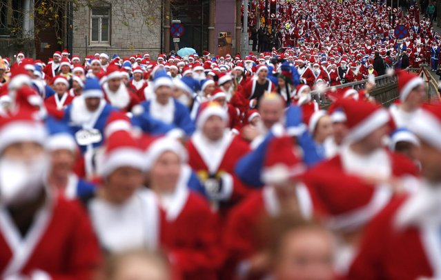 Thousands of runners dressed in Santa Claus outfits compete in the annual Santa Dash in Liverpool, northern England December 7, 2014. Over 8000 people were expected to compete in the annual event which is run over a 5km course. (Photo by Phil Noble/Reuters)