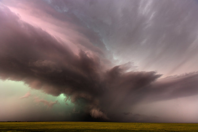 The Growler: This is a strong supercell approaching Lamar, Colorado on May 24, 2015 in Colorado, United States. (Photo by Mike Olbinski/Barcroft Media)