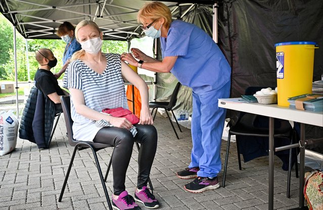 """Members of the public on the South Side of the city who are over forty receive their covid vaccination at a car park on June 02, 2021 in Glasgow, Scotland. Scotland's national clinical director, Prof Jason Leitch, said the country was entering a third wave of Covid-19 cases as lockdown restrictions eased, but added, """"The question is how big that third wave is"""". Yesterday, Scottish First Minister Nicola Sturgeon announced that 13 council would remain in level two of its five-tier pandemic risk system, rather than drop to level one as scheduled. (Photo by Jeff J. Mitchell/Getty Images)"""