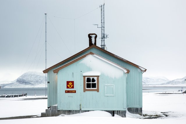 The northernmost non-military post office in the world in the Kings Bay research station in Ny-Alesund, Svalbard, Norway, October 18, 2015. (Photo by Anna Filipova/Reuters)