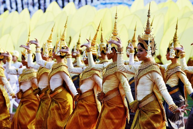 Dancers perform during the Cambodian People's Party (CPP) ceremony to mark the 40th anniversary of the fall of the Khmer Rouge regime at the National Olympic Stadium in Phnom Penh on January 7, 2019. (Photo by Tang Chhin Sothy/AFP Photo)
