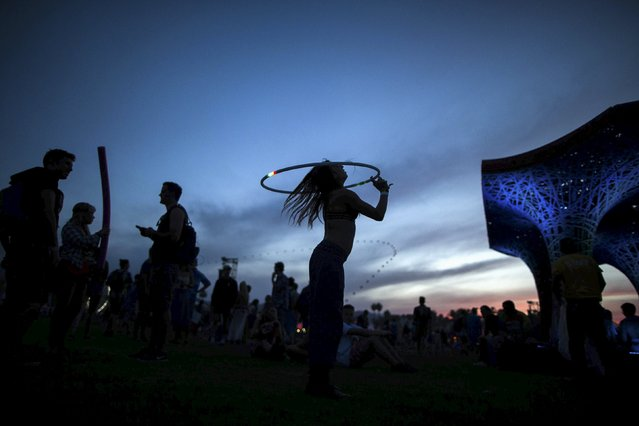A woman dances with a hula hoop at the Coachella Valley Music and Arts Festival in Indio, California April 10, 2015. (Photo by Lucy Nicholson/Reuters)