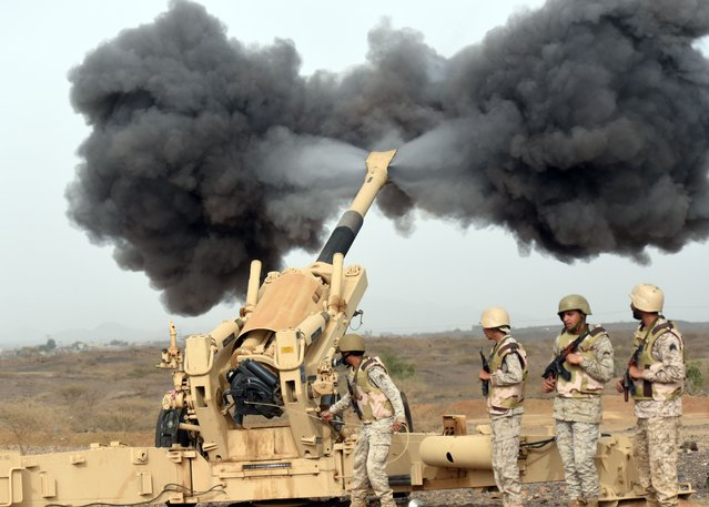 Saudi army artillery fire shells towards Yemen from a post close to the Saudi-Yemeni border, in southwestern Saudi Arabia, on April 13, 2015. Saudi Arabia is leading a coalition of several Arab countries which since March 26 has carried out air strikes against the Shiite Huthis rebels, who overran the capital Sanaa in September and have expanded to other parts of Yemen. (Photo by Fayez Nureldine/AFP Photo)