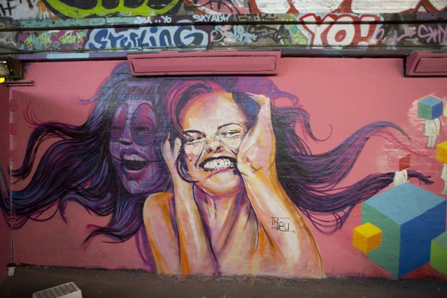 Double-faced smiling woman, by Thieu. (Photo by Dez Mighty/Susan Mackey)