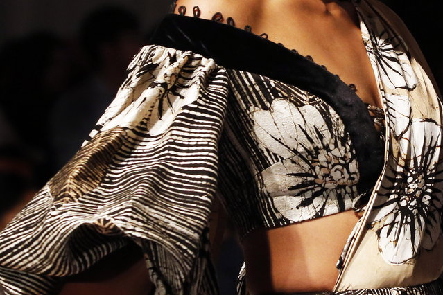 A model presents a creation by Sri Lankan designer Sonali Dharmawardena during the Colombo Fashion Week at Hilton Hotel in Colombo, Sri Lanka 02 March 2019. The Colombo Fashion Week is a popular annual event attracting international designers and buyers around the world. (Photo by M.A. Pushpa Kumara/EPA/EFE)