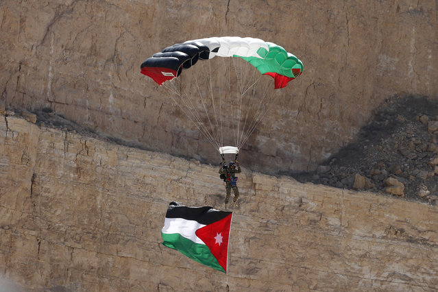 A Jordanian soldier demonstrates his skills during the opening ceremony of eighth annual Warrior Competition at the King Abdullah Special Operations Training Center (KASOTC) in Amman, Jordan, May 2, 2016. Twenty Seven Teams from Eleven countries are participating in a competition to test their military skills. (Photo by Muhammad Hamed/Reuters)
