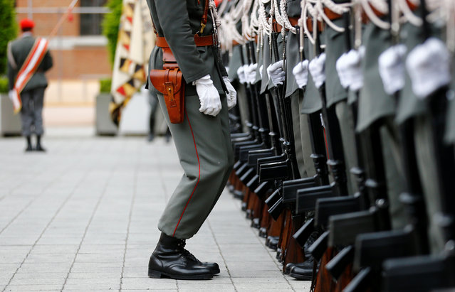 Members of the guard of honour prepare for a visit of German Defence Minister von der Leyen in Vienna, Austria, May 2, 2016. (Photo by Leonhard Foeger/Reuters)