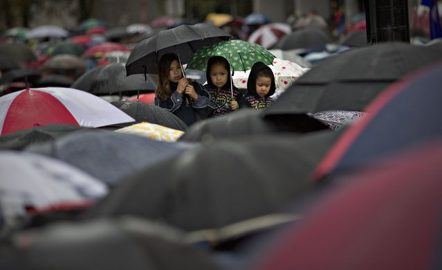 First Nations' children wait in the rain to take part in a Truth and Reconciliation march in Vancouver, British Columbia September 22, 2013. (Photo by Andy Clark/Reuters)