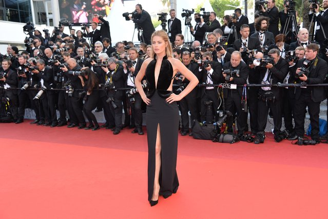 Dutch model Doutzen Kroes poses as she arrives on May 11, 2016 for the opening ceremony for the 69th Cannes Film Festival, southern France. (Photo by Alberto Pizzoli/AFP Photo)