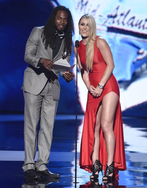 NFL player Richard Sherman, of the Seattle Seahawks, left, and alpine ski racer Lindsey Vonn present the award for best breakthrough athlete at the ESPY Awards at the Microsoft Theater on Wednesday, July 15, 2015, in Los Angeles. (Photo by Chris Pizzello/Invision/AP Photo)