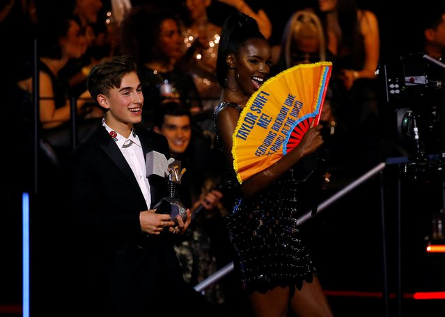 Leomie Anderson holds a fan annoucing the winner for Best Video during the 2019 MTV Europe Music Awards at the FIBES Conference and Exhibition Centre in Seville, Spain, November 3, 2019. (Photo by Marcelo del Pozo/Reuters)