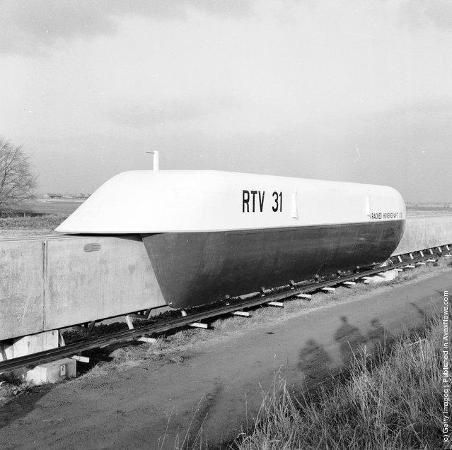 1971: A trial monorail train