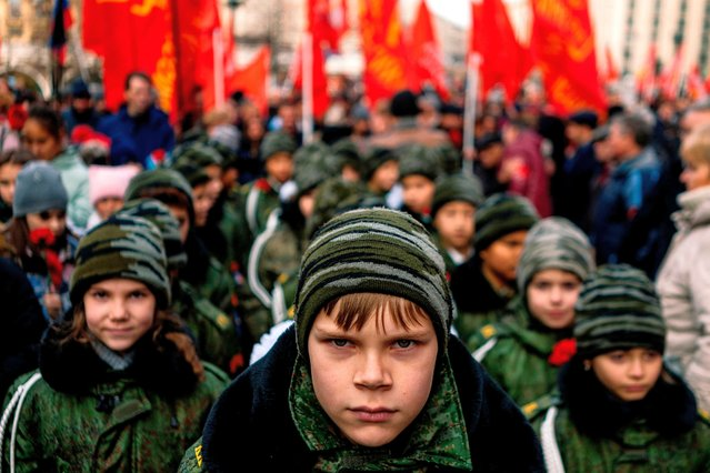 Cadets and Russian Communist party activists and supporters attend a flowers-laying ceremony at the Lenin's Mausoleum dedicated to the upcoming 102th anniversary of the Bolshevik Revolution also known as the October Revolution in which Vladimir Lenin's Bolshevik Communist government came to power – on Red Square in downtown Moscow on October 29, 2019. (Photo by Dimitar Dilkoff/AFP Photo)