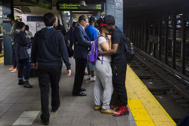 A couple embraces while waiting for the subway in New York June 1, 2015. (Photo by Lucas Jackson/Reuters)