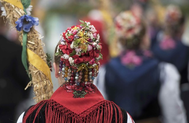 Women dressed in traditional clothes take part in the Oktoberfest parade in Munich, Germany, September 20, 2015. (Photo by Lukas Barth/Reuters)